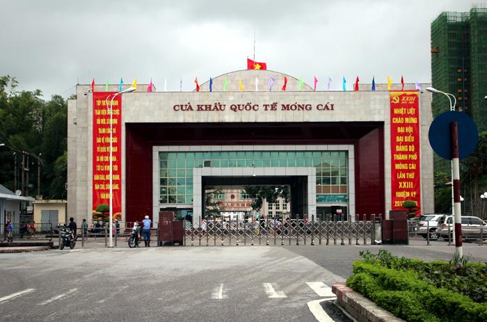 Dich vu xin cong van nhap canh nhan tai cua khau Mong Cai